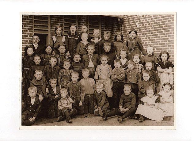 OUDSTE FOTO MET MEESTER KLIMP EN JUFFROUW DOUWSMA 1913