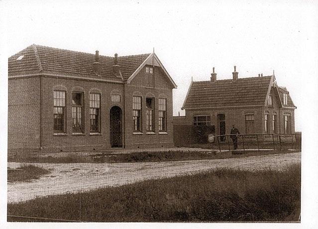 SCHOOL EN ONDERWIJZERSWONING IN 1912